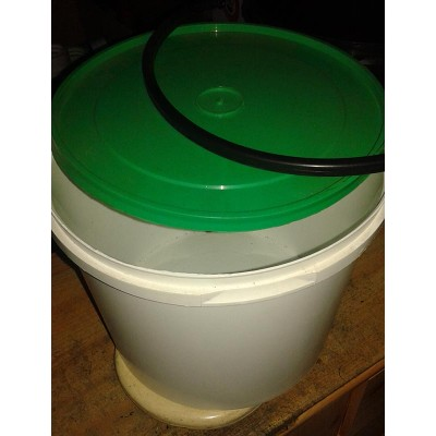 Bucket with a lid 10l
